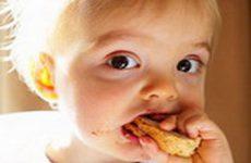 Если ребенок во время еды подавился