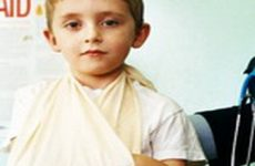 Что делать при вывихах или переломах у ребенка