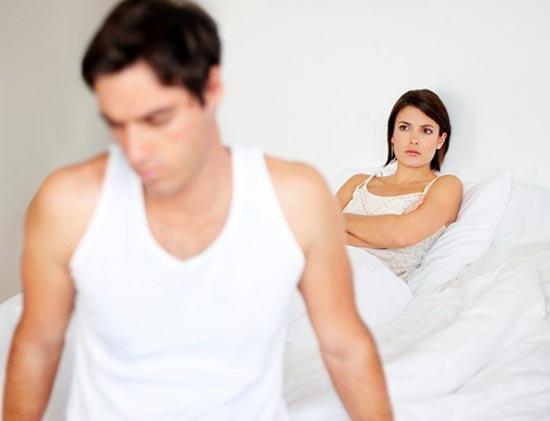 Молодой человек перестал со мной заниматься сексом сам мастурбирует