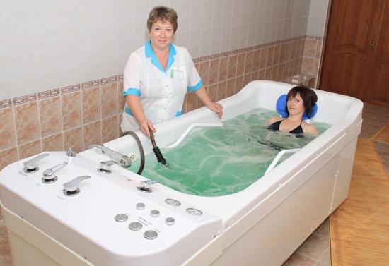 Ванны с минеральной водой сособны улучшить общее состояние больного при остеохондрозе.